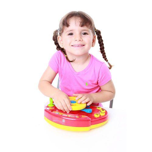 Brincando de Motorista Eletrônico Estrela Baby com criança Produto Estrela