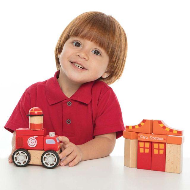 Construindo com Bloquinhos Bombeiros Estrela Baby com criança Produto Estrela