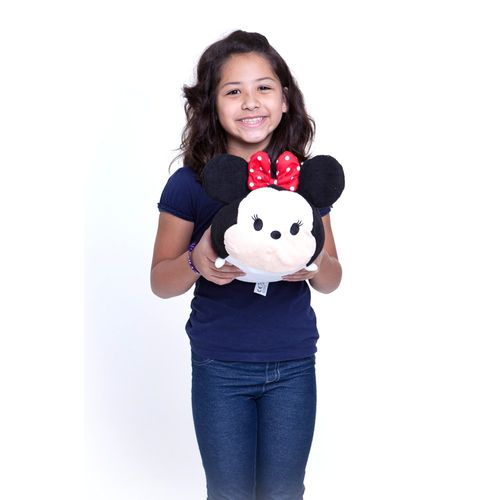 Pelúcia Média Tsum Tsum Minnie 30 cm com criança Produto Estrela