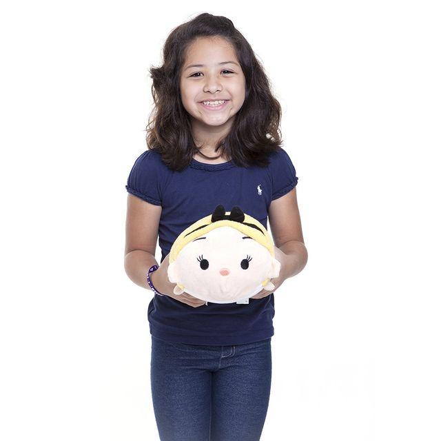 Pelúcia Média Tsum Tsum Alice 30 cm com criança Produto Estrela